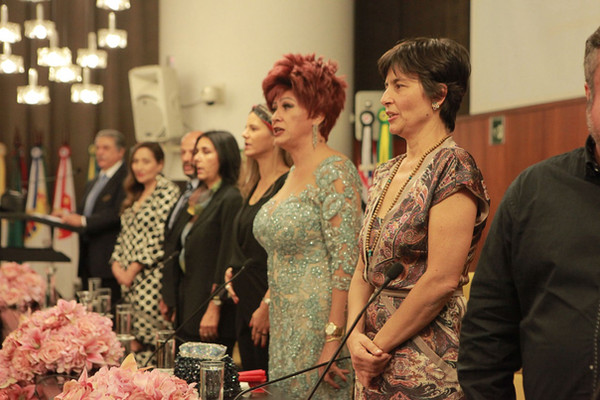 Nany People recebendo o título de cidadã Paulistana