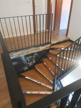 Stahltreppe mit Designelement