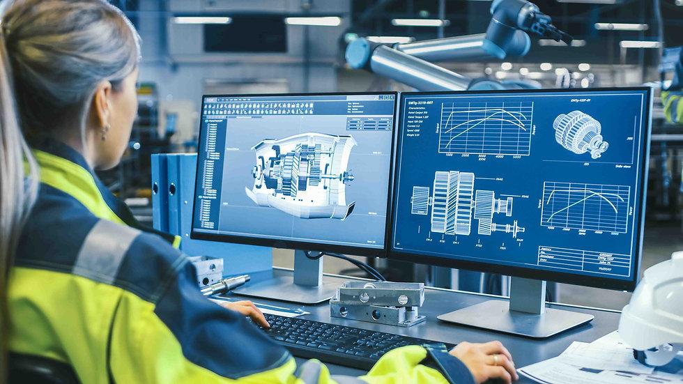 Computer und Konstrukteurin beim 3D zeichnen