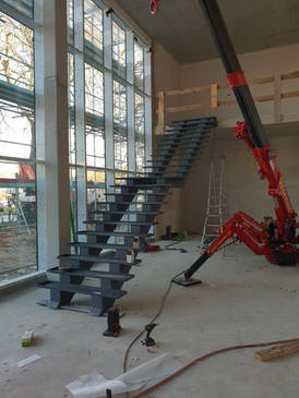 Stahltreppe beim Aufbau