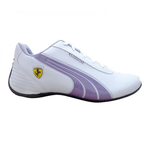 4e4bf81888c29 Na lateral o logotipo da marca e o escudo da Ferrari. Na lateral interna o  nome Puma.