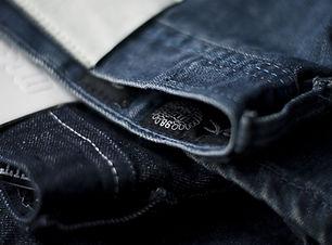 กางเกงยีนส์สีเข้ม