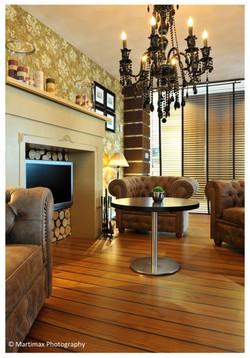 Interior 001.jpg