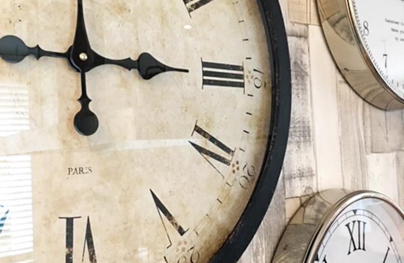 Wanddekoration Uhren.jpg