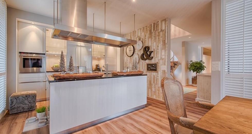 Kochbereich Essbereich Neugestaltung mit Holztisch.jpg