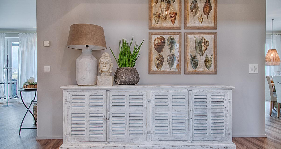 Wohnzimmer Neugestaltung mit Buddha Dekoration und Muschelbildern.jpg
