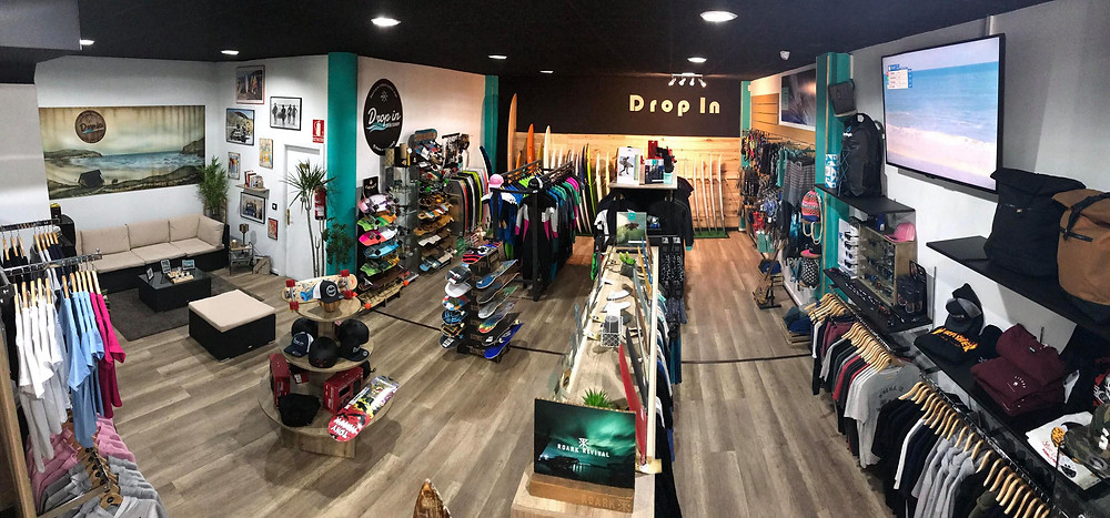 Drop in surf y skate shop, ropa, accesorios, material de surf y skate ademas de todos los complementos necesarios, en Ferrol a 5 minutos de las mejores playas para surfear.