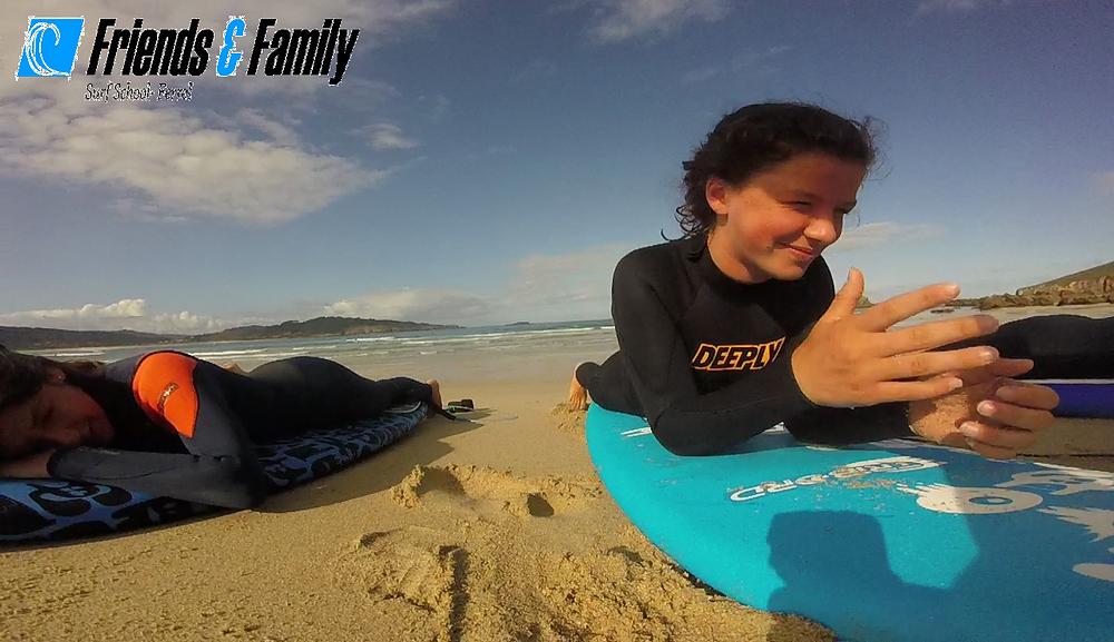 El verano pasado lo pasamos en grande y ampliamos nuestra familia de amigos y surfer@s, aquí os dejo algún recuerdo, dos grandes del equipo; Celia y Aida.