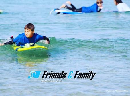 ¿Quieres divertirte y aprender a surfear este verano?