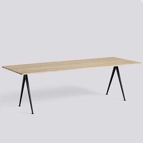 HAY PYRAMID Table 250 x 85 H74 pieds en métal laqué noir - plateau en e massif