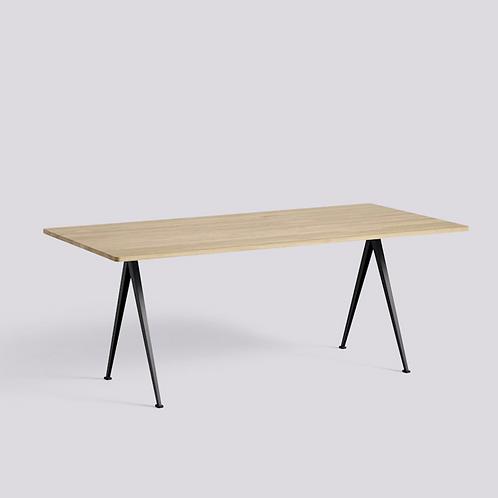 HAY PYRAMID Table 190x85 H74 pieds laqué noir - plateau chêne massif laqué mat