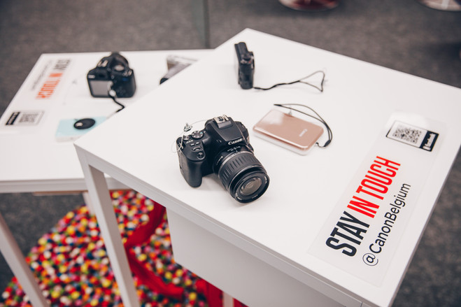 canon camera op dry tafel