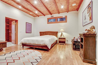 Ground Level - Guest Bedroom 2 with Gorg