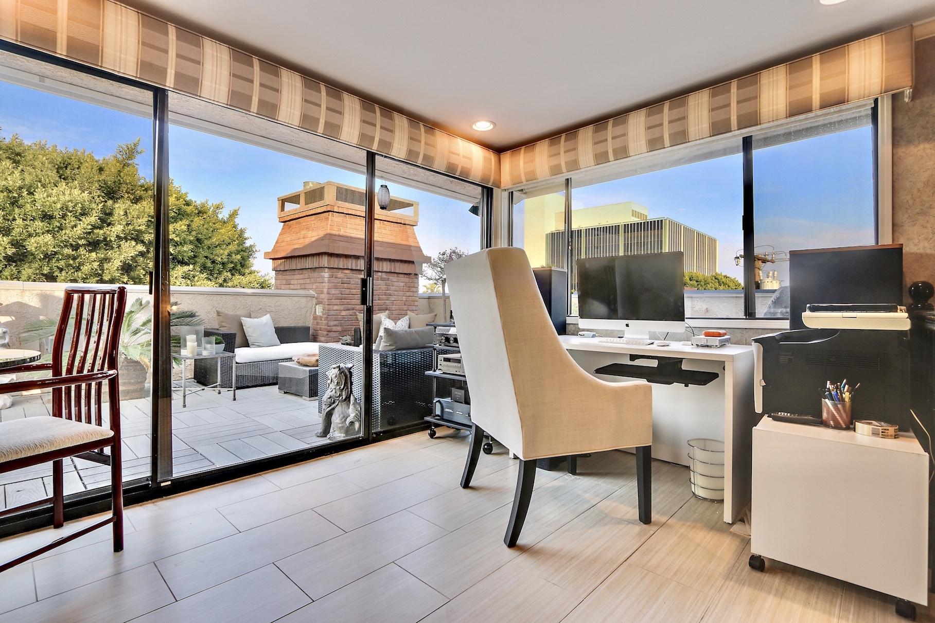 Rooftop Office/Den