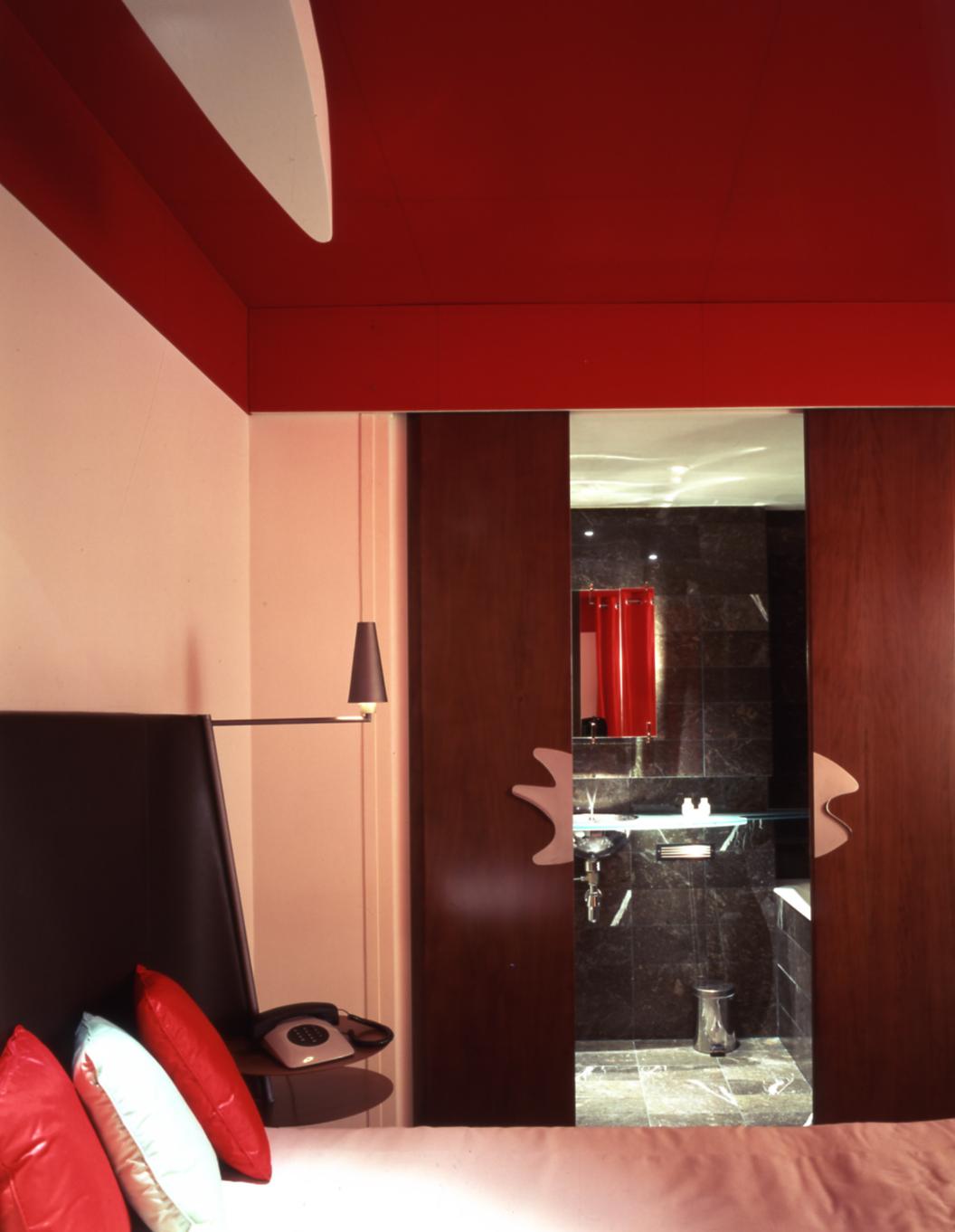 La Villa Red Room.jpg 2013-9-23-12:59:25