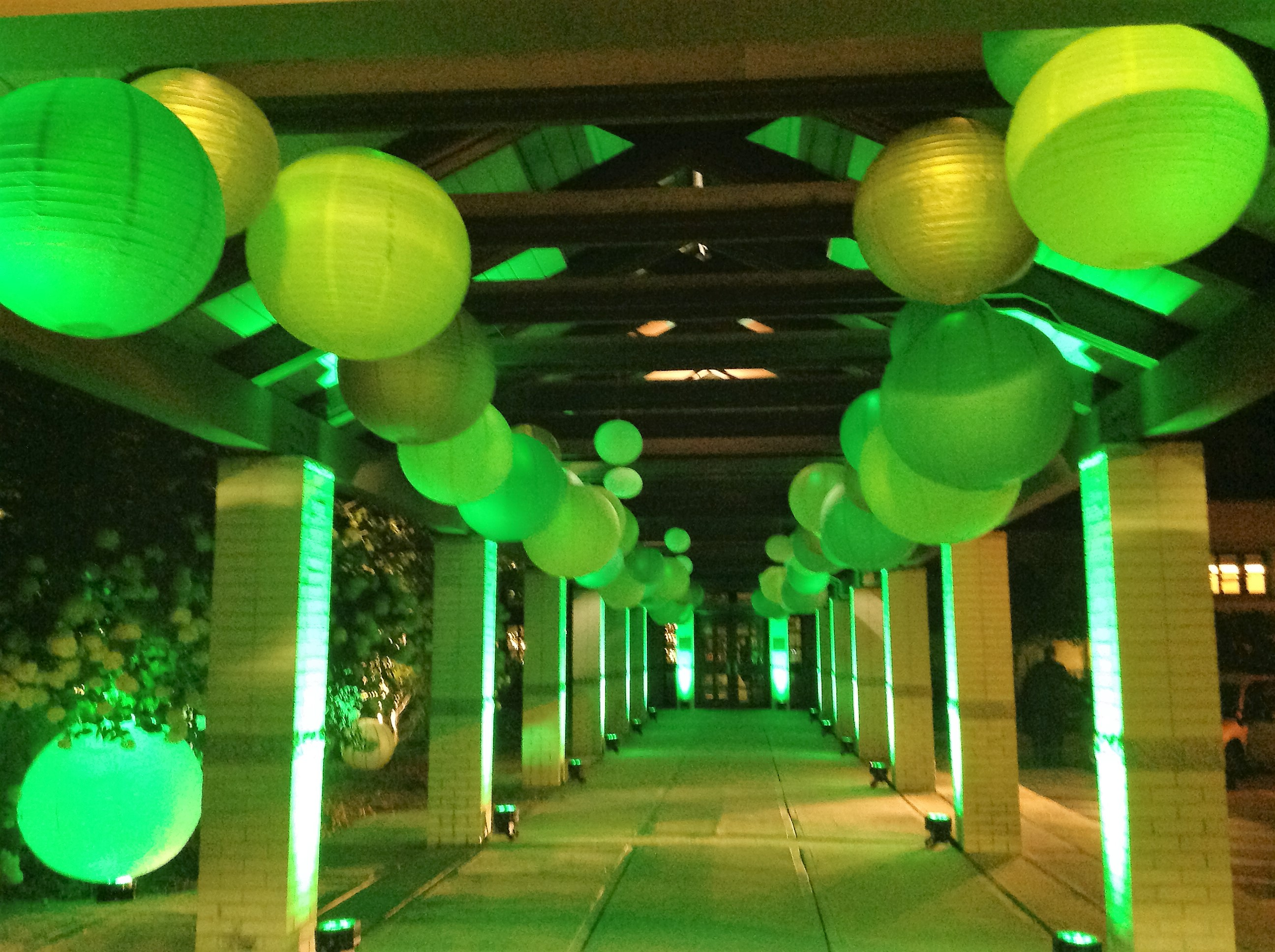 Hanging Paper Lanterns Green Entry