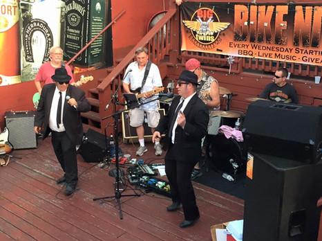 Blues brothers at Kobis