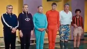 Семь стариков и одна девушка.