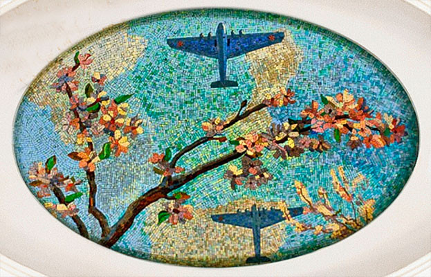 Самолёты и цветущая яблоня.