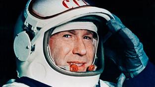 Алексей Леонов - первый человек в открытом космосе.