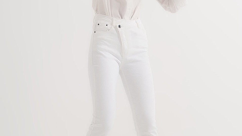 Slim Jeans With Asymmetric Button in Cream