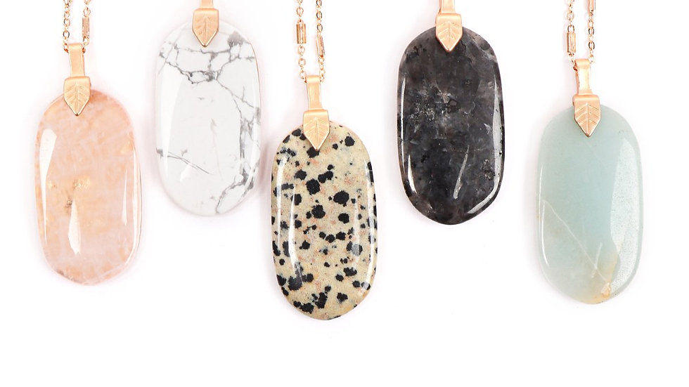 Fastened Natural Oval Stone Pendant Necklace