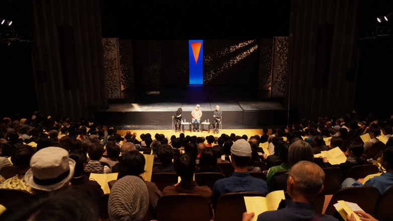 山海塾「金柑少年:Recreation」終演後のパフォーマンストーク