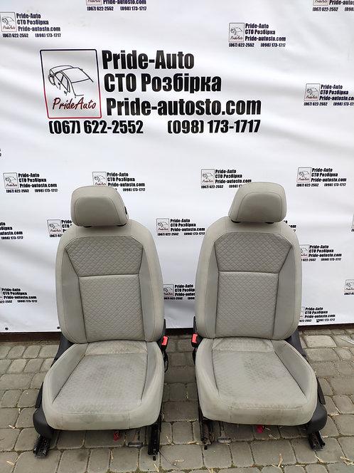 Білі сидіння Тігуан 2017-2020 Оригінал