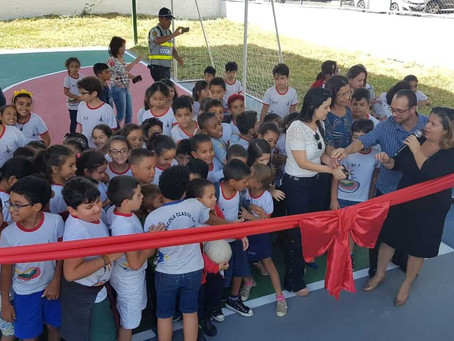 Escolas inauguram quadras Poliesportivas