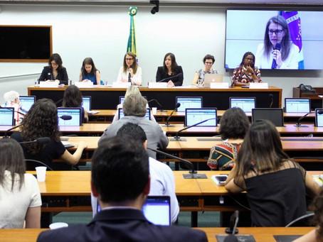 Projeto que flexibiliza cotas de candidaturas femininas é criticado na Câmara