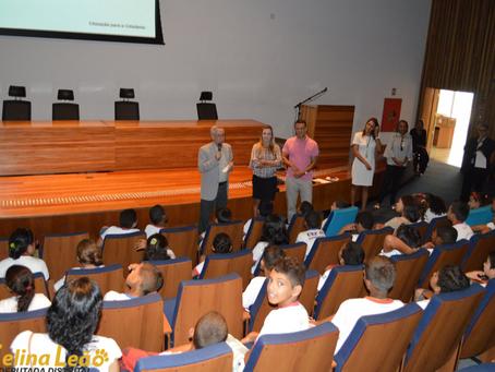 Alunos da Estrutural visitam CLDF pelo projeto Cidadão do Futuro