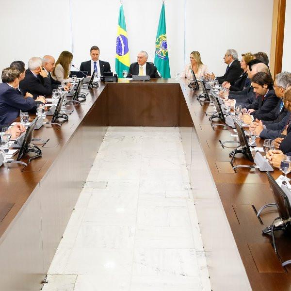 Brasília - DF, 14/07/2016. Presidente em Exercício Michel Temer recebe o Presidentes das Assembleias Legislativas Estaduais e Distrital. Foto: Marcos Corrêa/PR