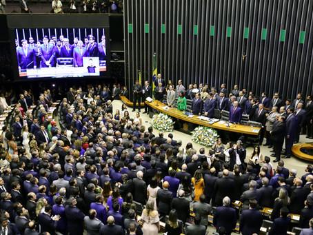 Deputados tomam posse e se preparam para eleger a nova Mesa da Câmara