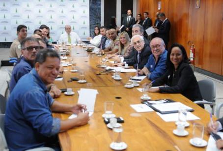 Celina Leão participa da negociação com os militares no Palácio do Buriti