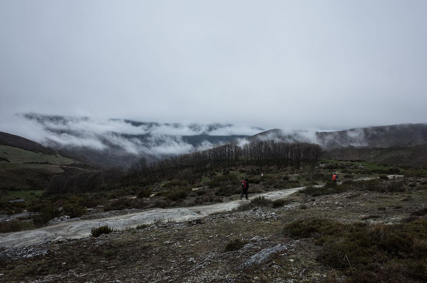 Low clouds separate the mountain ridges near Manjarín.