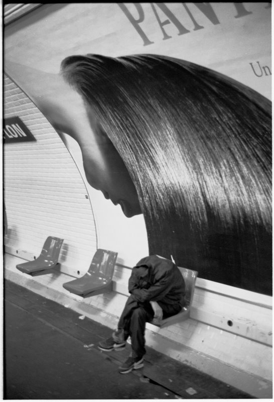 Hair Paris Metro - by David Peat