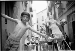 Boy & Giant Barcelona - by David Pea