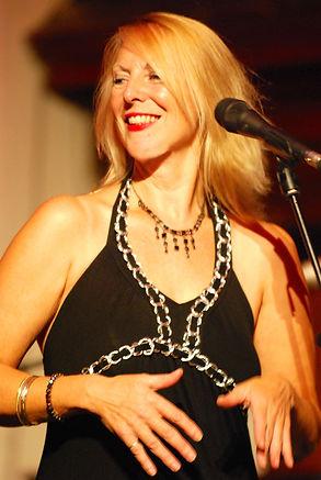 Melanie O'REilly Singing.jpg