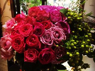 バラをたっぷり使った花束