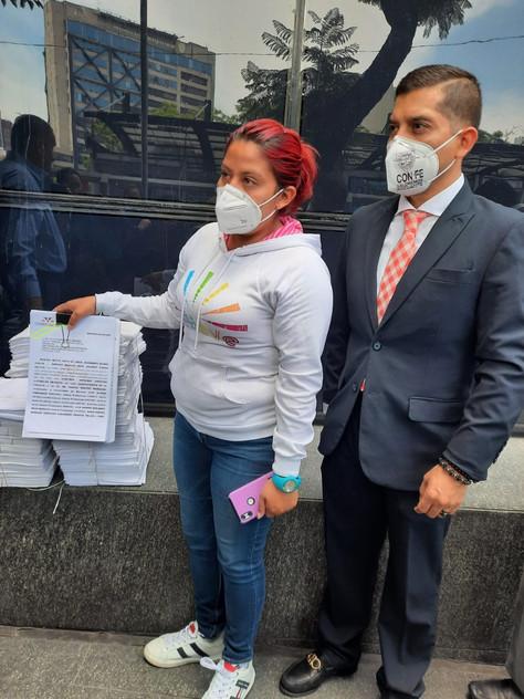 Denuncian a Claudia Sheinbaum y a Florencia Serranía por corrupción, víctimas de línea 12.