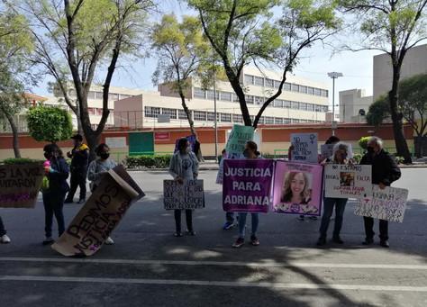 Familiares de Adriana A. se manifestaron en la Fiscalía de Investigación del Delito de Feminicidio