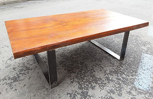 Table-basse-chataignier-patine.jpg