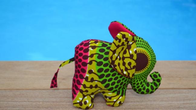 Paco l'éléphant rose et vert