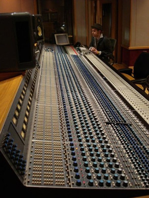 Listen back Ocean Way, Nashville desk
