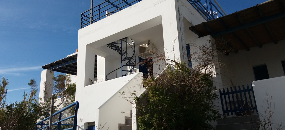 Τακτοποίηση διώροφης κατοικίας με υπόγειο στη Σέριφο με τον Ν.4495/2017.