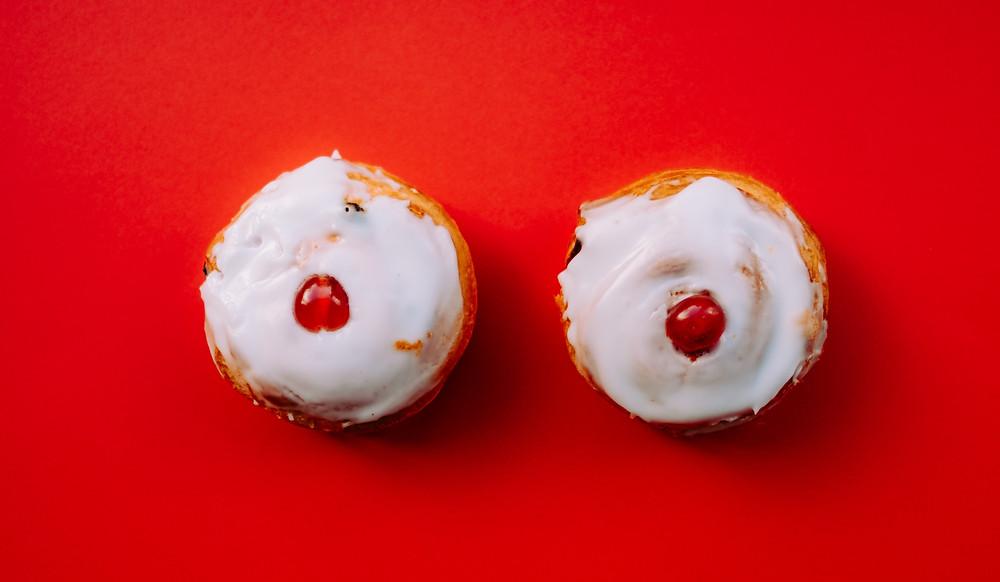 pâtisserie en forme de seins