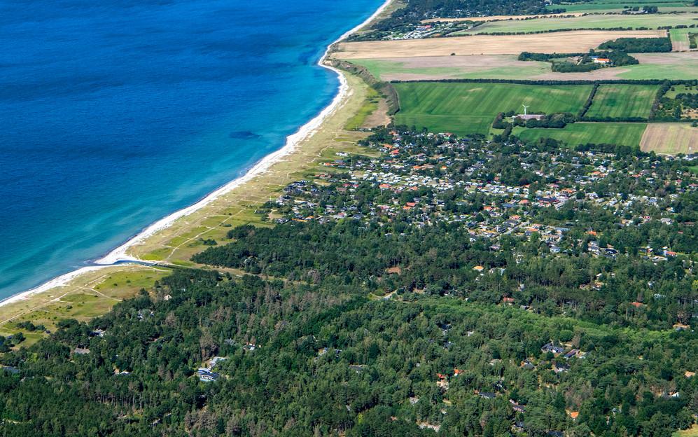 Sommerhuse og strand
