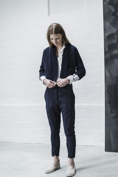 21401 - Cardigan Karine group 14 knit 21312 - Pants Tea group 2 linen wool