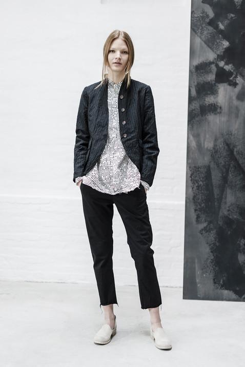 21308 - Jacket Gianna group 2 linen wool 21352P - Shirt Selma group 10P printed percale