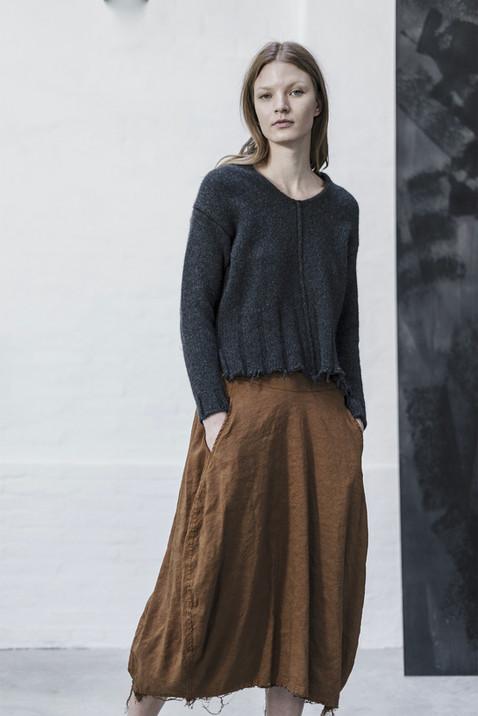 21402 - Pullover Kimberly group 14 knit 21337 - Skirt Jocelyne  group 8 linen silk